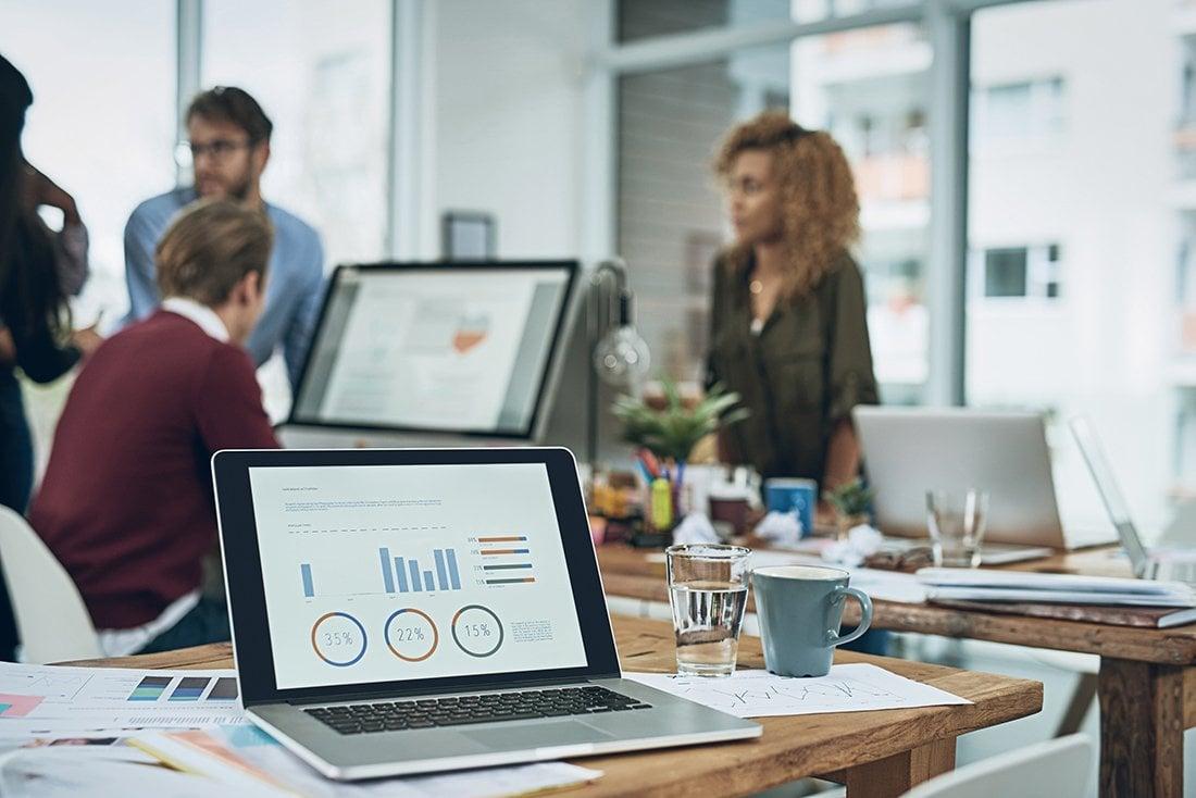 computer-statistics-dashboard-in-office